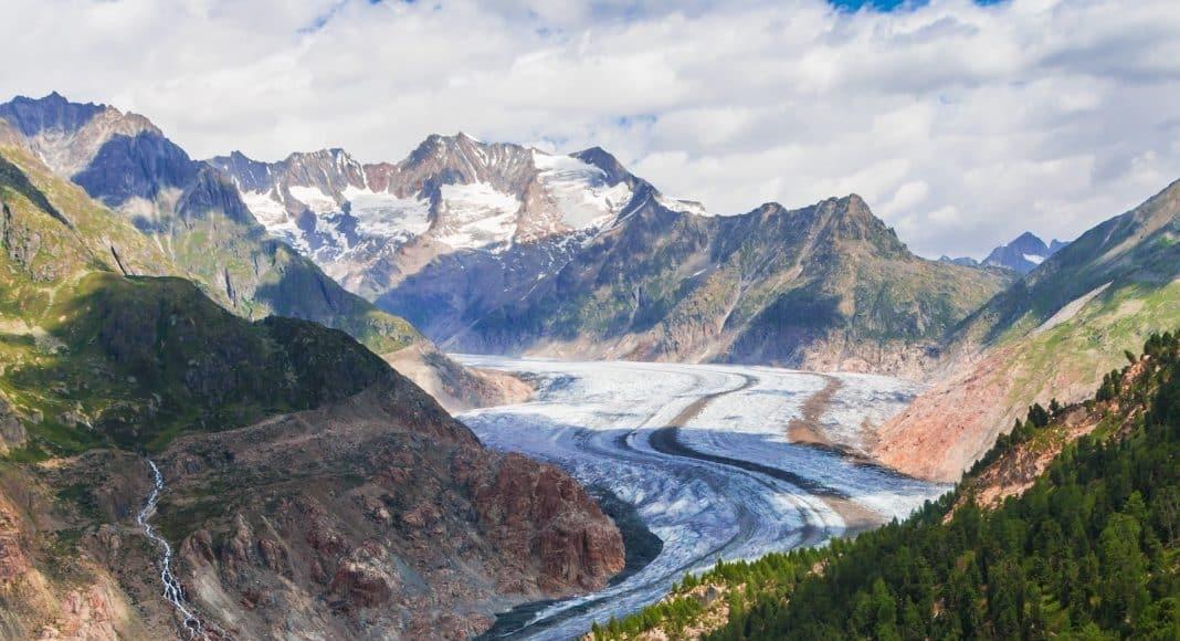 Blick auf den Aletschgletscher, der wegen dem Klimawandel zunehmend schmilzt.