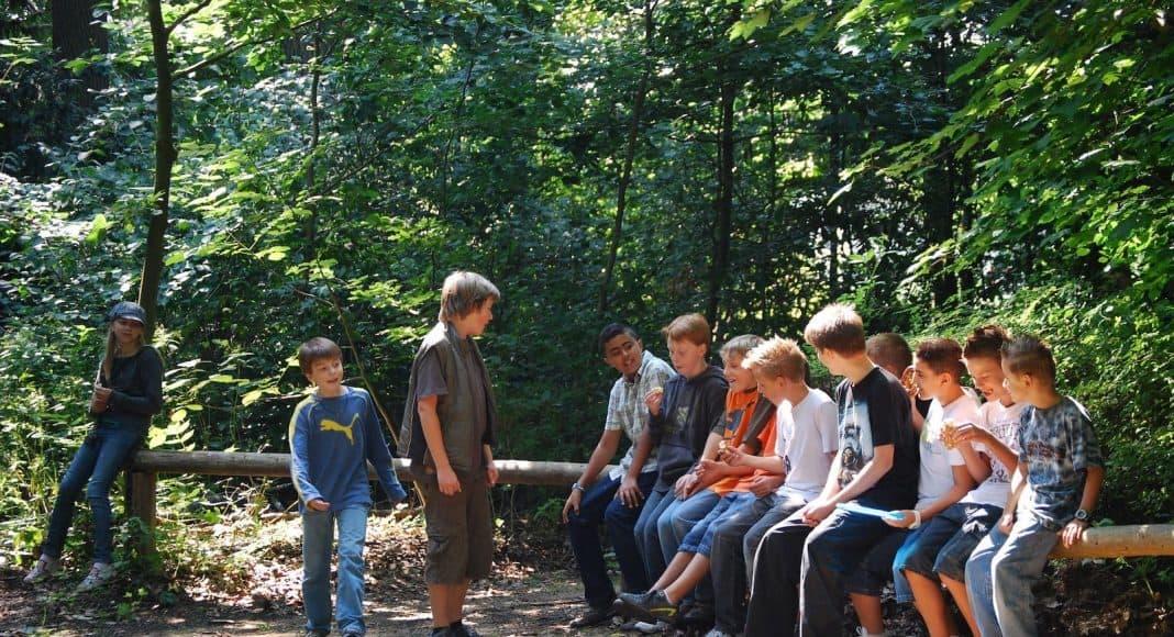 Es gibt viele Natur Camps für Teenager.