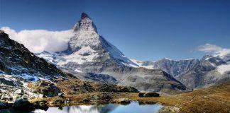 Umwelt in der Schweiz verändert sich durch den Klimawandel. Auch das Matterhorn ist betroffen.