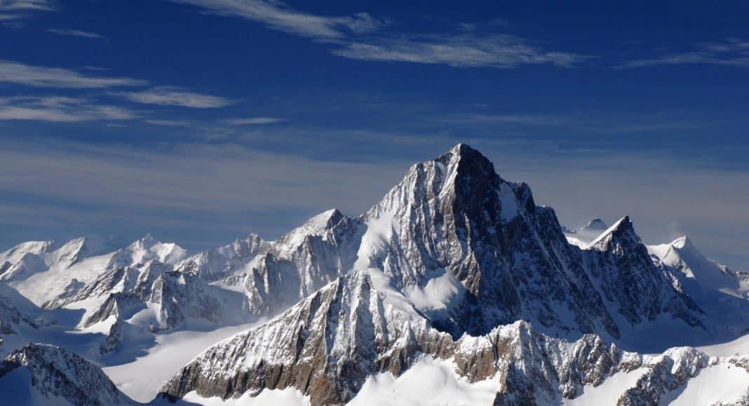 Finsteraarhorn in den Alpen.
