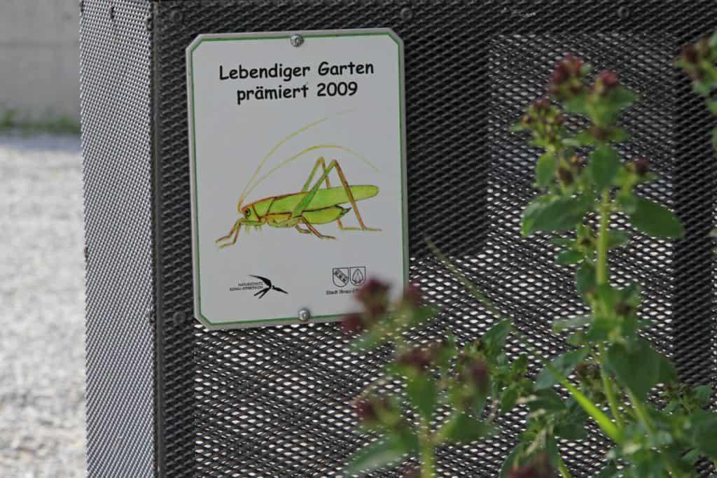 Plakette zur Anerkennung des naturnahen Gartens.