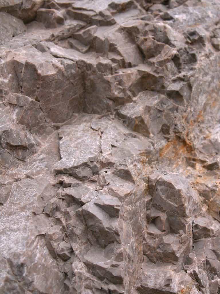 Kalkhaltiges Dolomitgestein wird zur Herstellung von Calcium Magnesium Acetet genutzt.