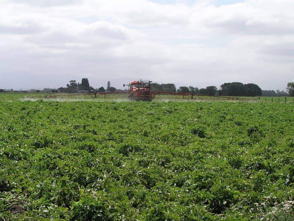 In der Landwirtschaft soll nicht mehr so viel Pestizid gespritzt werden.
