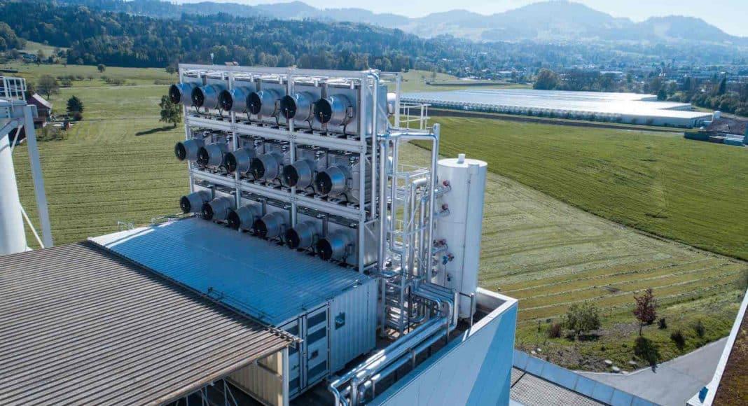 Eine neue Anlage, die CO2 aus der Luft entzieht und speichert.