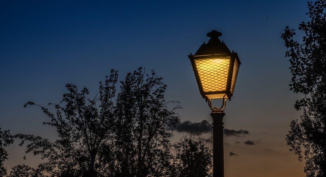 Wieso Werden Motten Vom Licht Angezogen Naturschutz Ch
