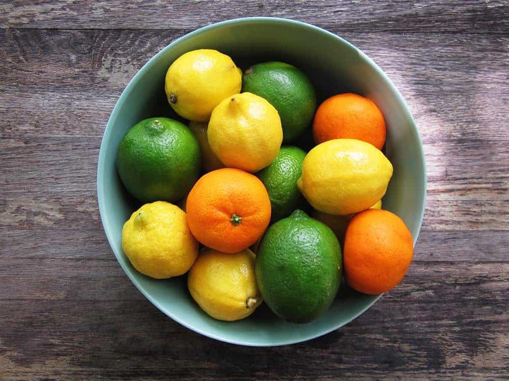 Zitrusfrüchte helfen Kalk zu beseitigen.