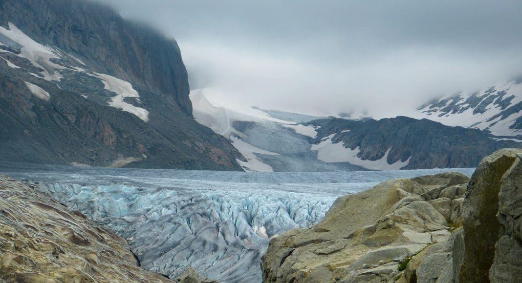 Gletscher schwinden wegen dem Klimawandel, hier der Rhonegletscher.