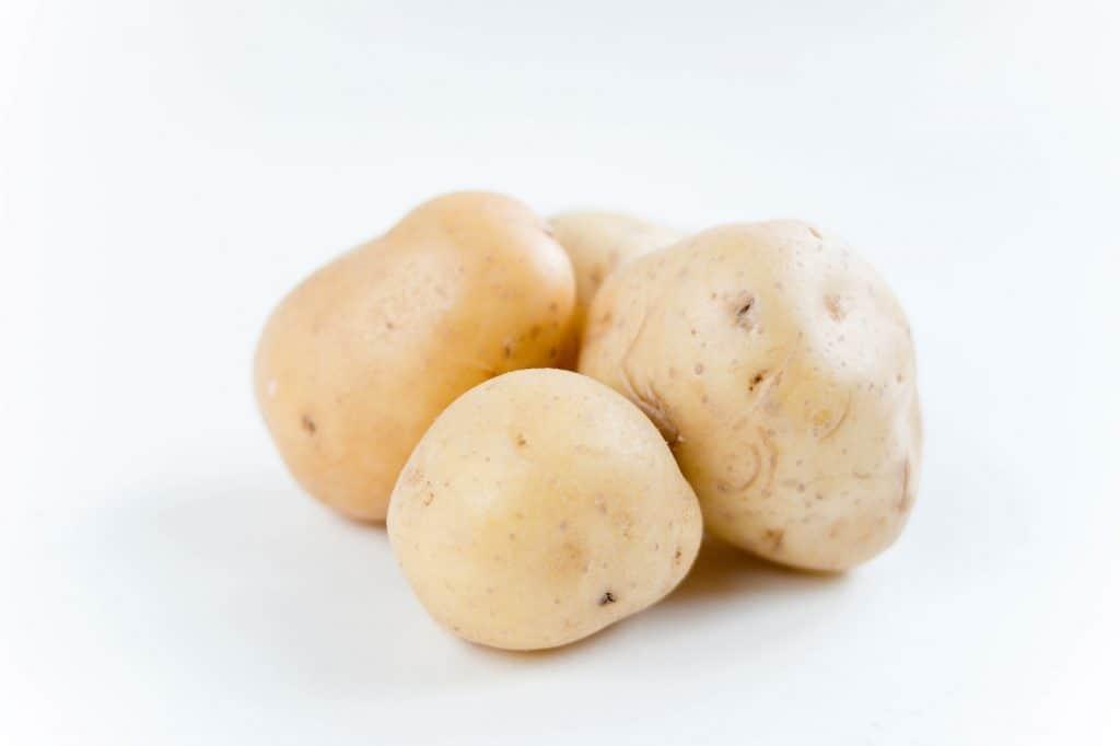 Kartoffeln auf dem Sonnenbrand hilft.