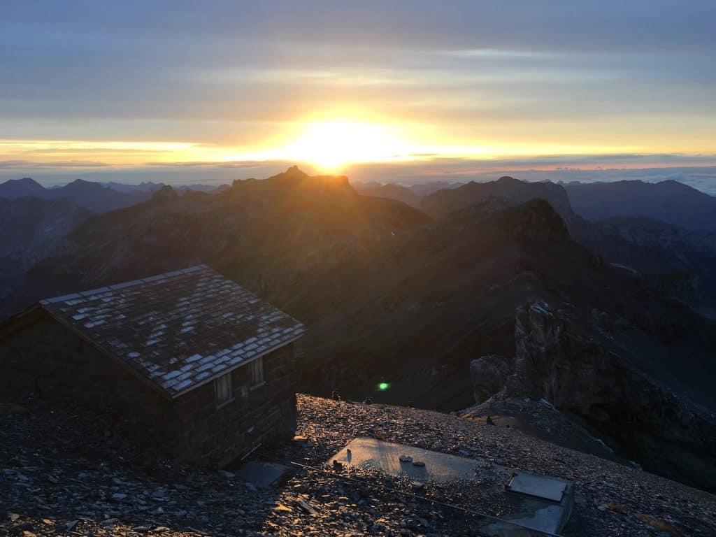 Sonnenuntergang in den Bergen.