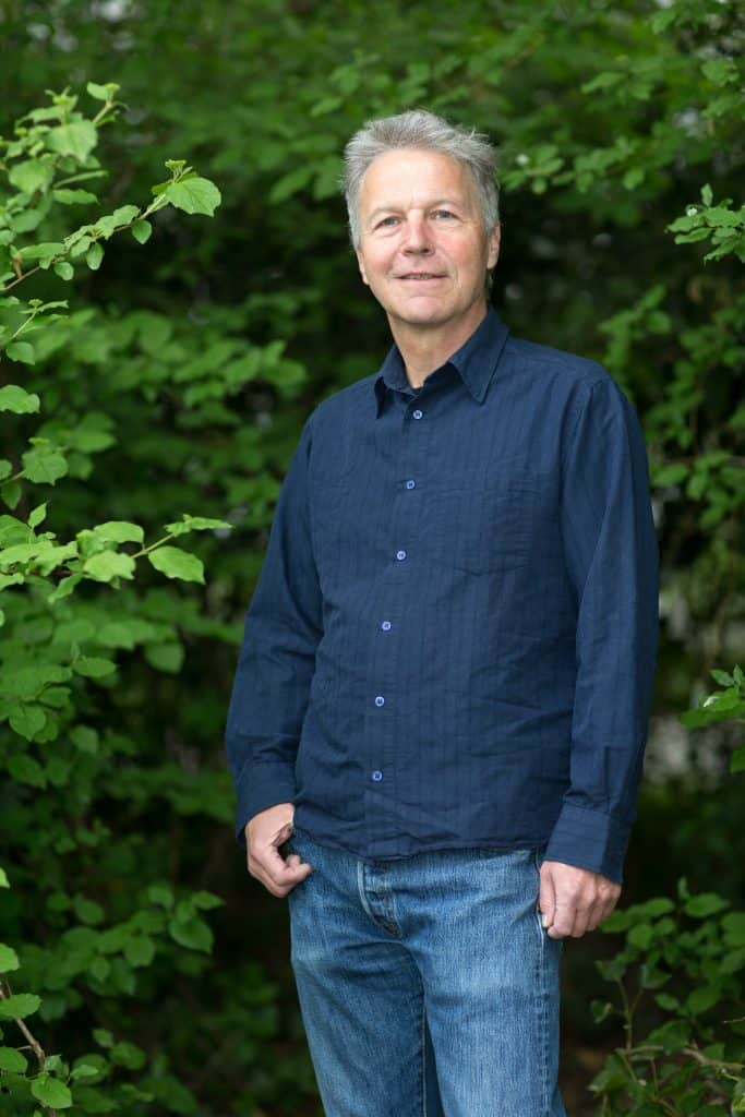 Simon Steinemann arbeitet beim Igel Zentrum.