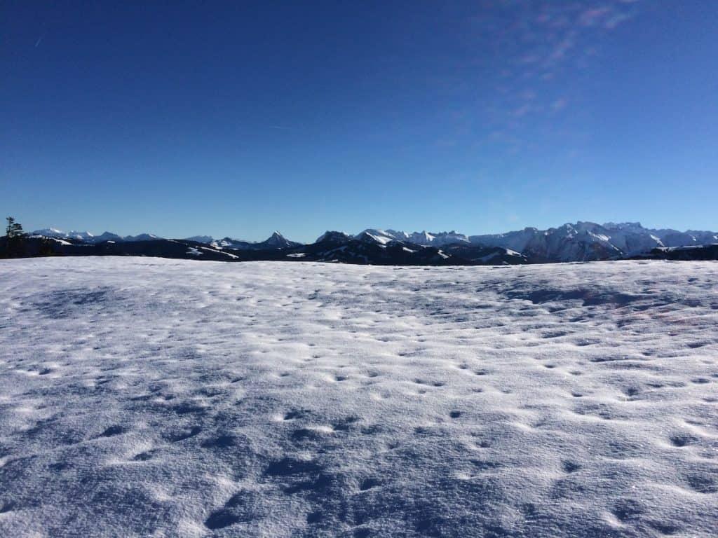 Blick in die Berge oberhalb von Einsiedeln.