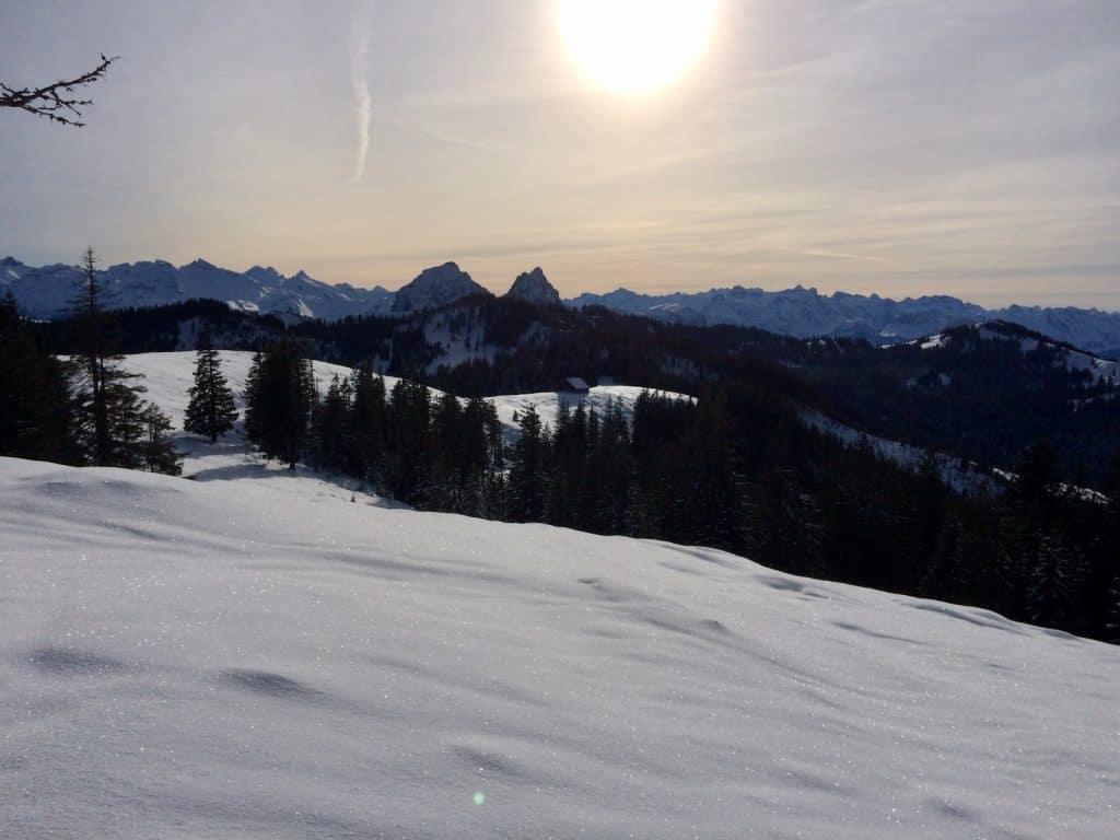 verschneite Landschaft mit Mythen