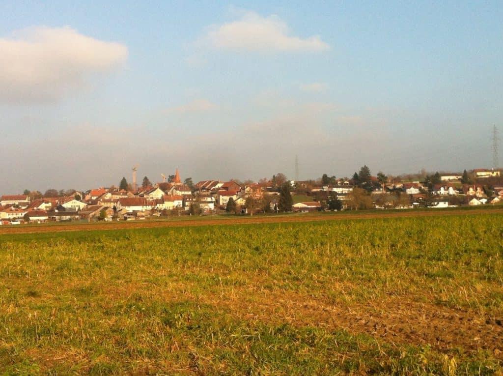 Autobahn Abenteuer, Aussicht auf das Dorf Chavornay.