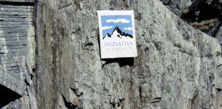 Lancierung der Alpeninitiative, die den Verkehr über die Alpen einschränken will.