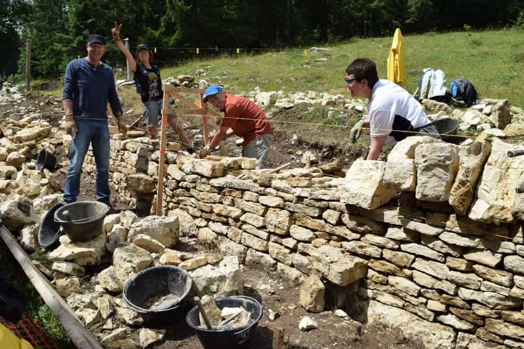Wiederaufbau einer freistehenden Trockenmauer