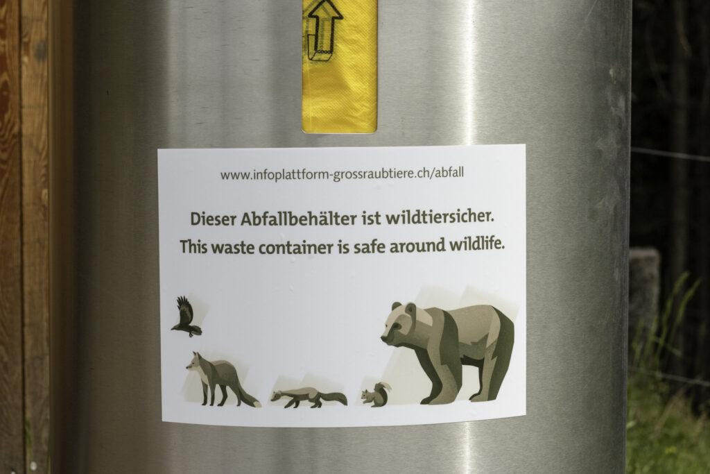 Wildtiersicherer Abfallbehaelter