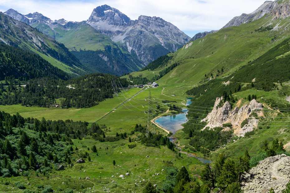 Alp Weissenstein mit Bergpanorama im Hintergrund