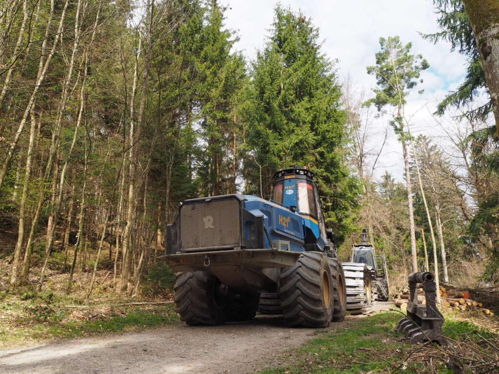 Maschinen im Wald
