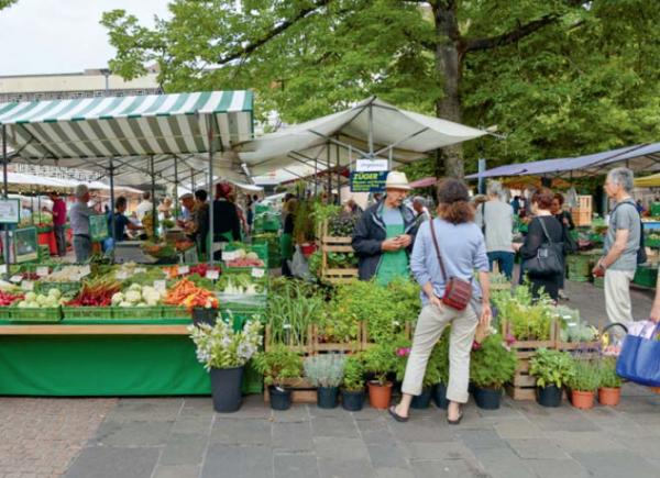 Saisonal und unverpackt auf dem Markt einkaufen ist nicht nur ein sinnliches Erlebnis, sondern schont auch die Umwelt. © Foto Bäumli, Rümlang