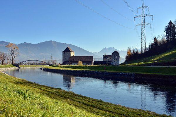 Viele Gewässer, wie hier der Linthkanal, wurden begradigt.