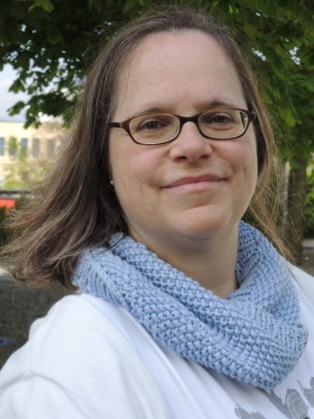 Dr. med. vet. Annekäthi Frei ist seit 2000 im Igelzentrum mit einem 40-Prozent-Pensum angestellt. Sie ist für die Igelkrankenstation, die Beratung und die Umweltbildung zuständig. © Igel Zentrum