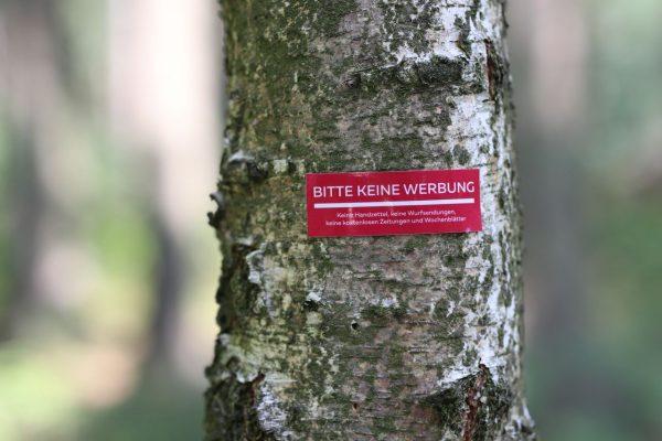 Der Aufkleber gegen Gratiswerbung spart Papier und schützt damit Bäume. © Wiado